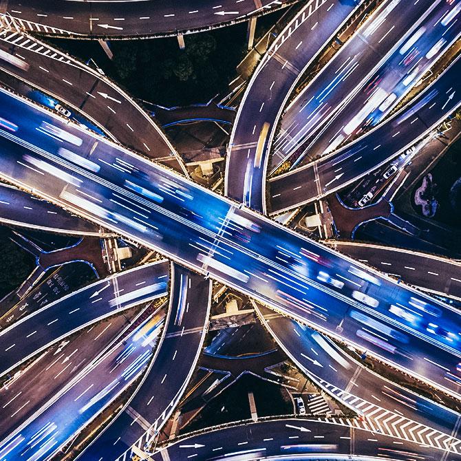 Autobahnkreuz mit Lichtern